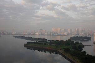 お台場から望む品川の写真素材 [FYI01363589]