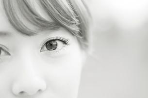 女性の瞳の写真素材 [FYI01364925]