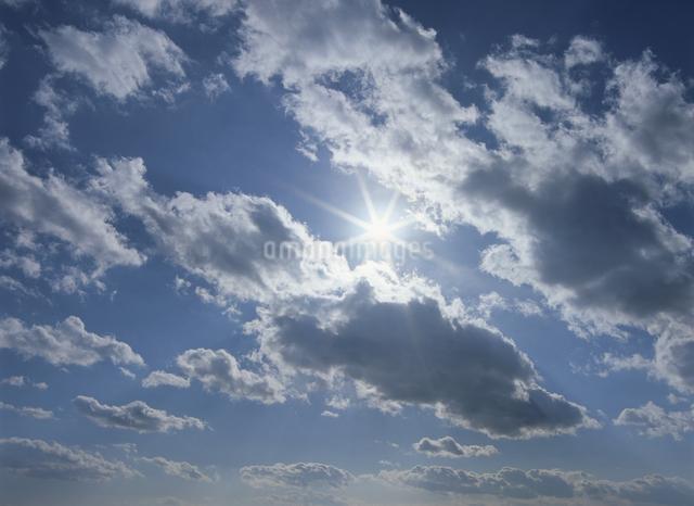雲と太陽の写真素材 [FYI01366589]
