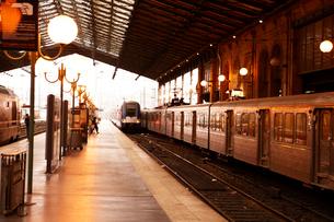 パリ北駅のホームの写真素材 [FYI01366614]