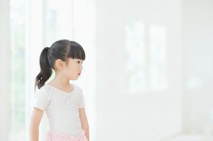 バレエ姿の女の子の写真素材 [FYI01367181]