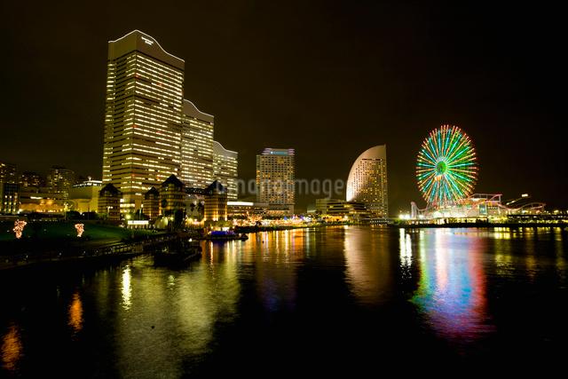 みなとみらいの夜景の写真素材 [FYI01367336]