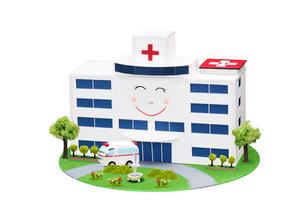 病院と救急車の写真素材 [FYI01367391]