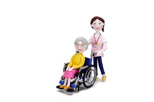 車椅子に乗った老人と介護士の写真素材 [FYI01368259]
