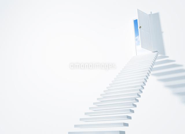 ドアと階段の写真素材 [FYI01368360]