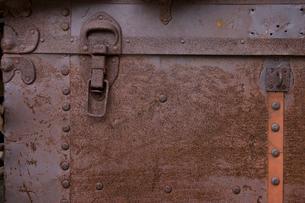 錆びたトランクの写真素材 [FYI01369117]