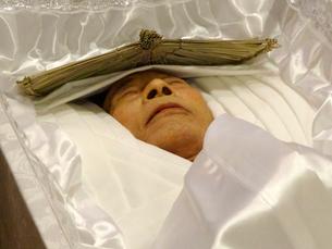 棺に入った遺体の写真素材 [FYI01370663]