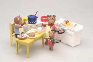 キッチンのクマさんの写真素材 [FYI01371363]