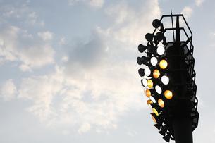 野球場の照明の写真素材 [FYI01372880]