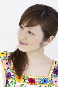 微笑む女性の写真素材 [FYI01373051]