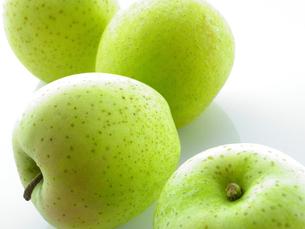 青りんごの写真素材 [FYI01373078]