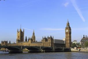 英国国会議事堂と改修中のビッグベンの写真素材 [FYI01373828]