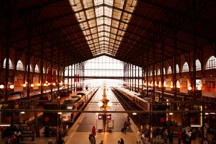 パリ北駅のホームの写真素材 [FYI01374165]