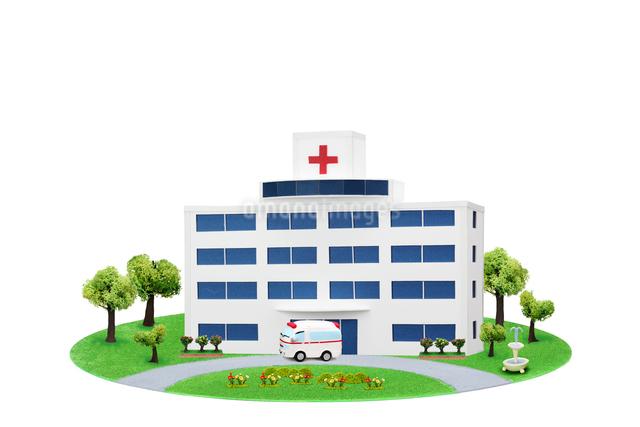 病院と救急車の写真素材 [FYI01374937]