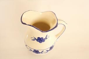陶器の水差しの写真素材 [FYI01375539]
