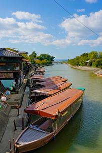 宇治川と鵜飼い舟の写真素材 [FYI01378592]