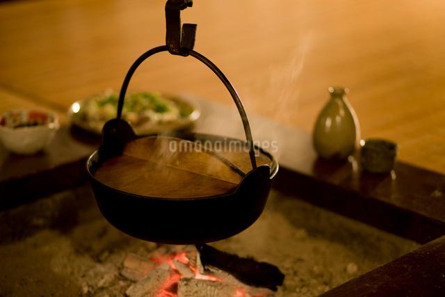いろりと鍋の写真素材 [FYI01379755]