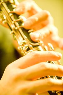クラリネットを演奏する手元の写真素材 [FYI01380532]