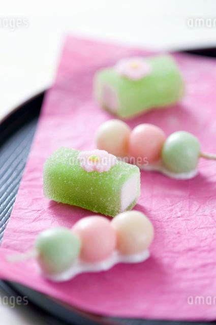 春の和菓子の写真素材 [FYI01380684]