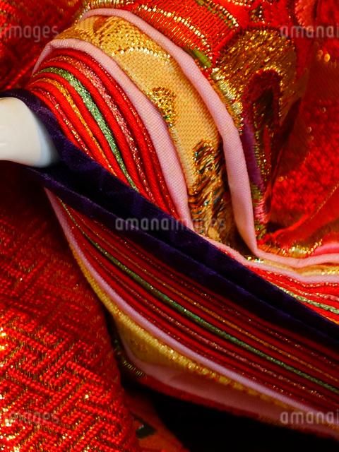 雛人形の十二単の袖の写真素材 [FYI01380926]