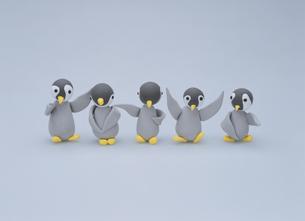 ペンギン 5羽の写真素材 [FYI01382114]