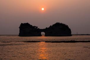 円月島の写真素材 [FYI01382216]