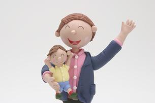 子供と父親のクラフトの写真素材 [FYI01382604]