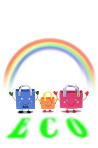 エコバッグの親子と虹の写真素材 [FYI01384056]