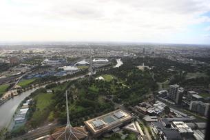 ユーレカタワー88階から眺めたメルボルン市街とヤラ川の写真素材 [FYI01384708]