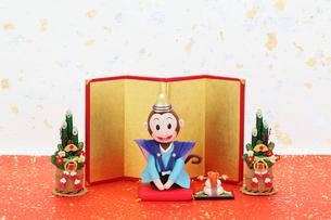 新年の挨拶をする申の写真素材 [FYI01384749]
