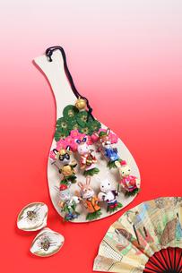 兔の七福神のしゃもじと扇子と貝の写真素材 [FYI01385114]