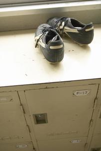 下駄箱とスパイクの写真素材 [FYI01385709]