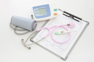 聴診器と血圧計の写真素材 [FYI01386241]