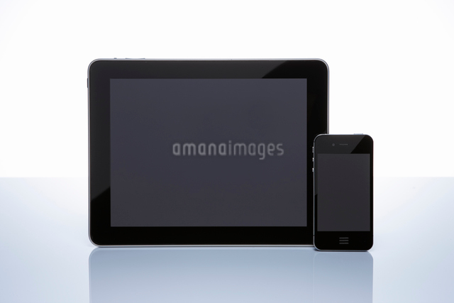 スマートフォンとタブレットのスマートメディアの写真素材 [FYI01388280]