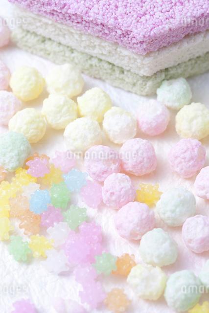 雛あられと金平糖と菱餅の写真素材 [FYI01388360]