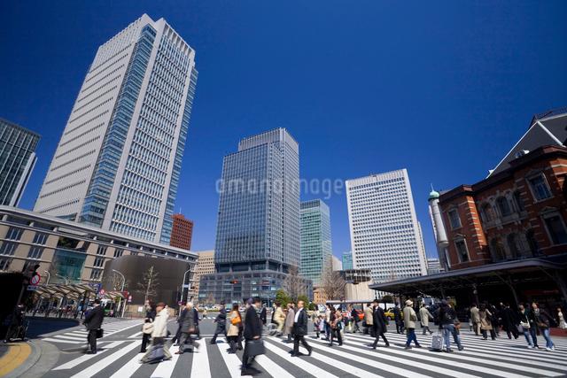 東京駅前の写真素材 [FYI01389897]