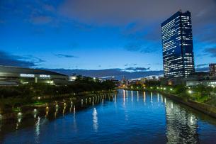 大阪城ホールとクリスタルタワーの写真素材 [FYI01389952]