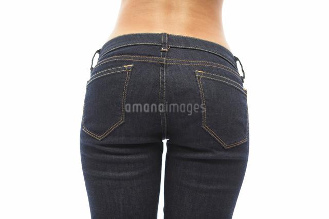ジーンズを履いた女性のお尻の写真素材 [FYI01390616]