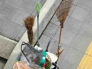 公園の清掃道具の写真素材 [FYI01390771]