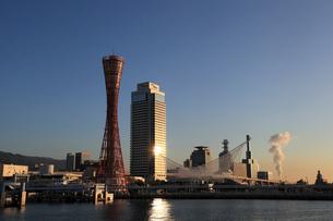 神戸港の朝の写真素材 [FYI01393484]