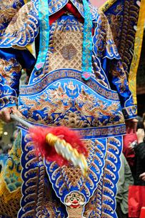 中華街の春節パレードの民族衣装仮装行列の写真素材 [FYI01394783]