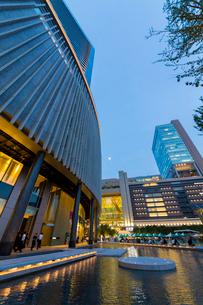 グランフロント大阪の夕景の写真素材 [FYI01394952]