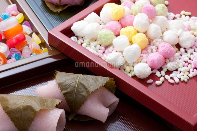 雛祭りのお菓子の写真素材 [FYI01395121]