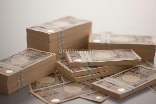 一万円札の札束の写真素材 [FYI01396067]