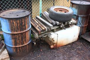 油汚れのドラム缶の写真素材 [FYI01397520]