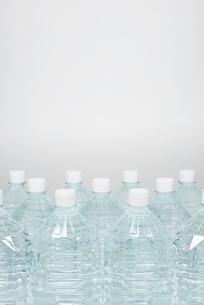 防災用の備蓄の水の写真素材 [FYI01399397]