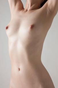 若い女性のヌードの写真素材 [FYI01399994]