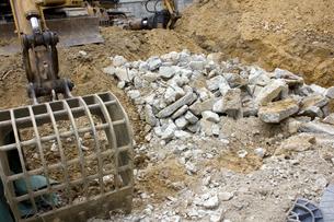 住宅の解体作業の写真素材 [FYI01400693]