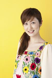 微笑む女性の写真素材 [FYI01400718]