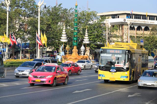 王宮周辺道路の道の写真素材 [FYI01401052]